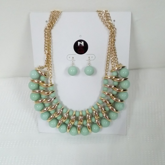 Deja Vous Jewelry - NWT Mint Statement Necklace Set